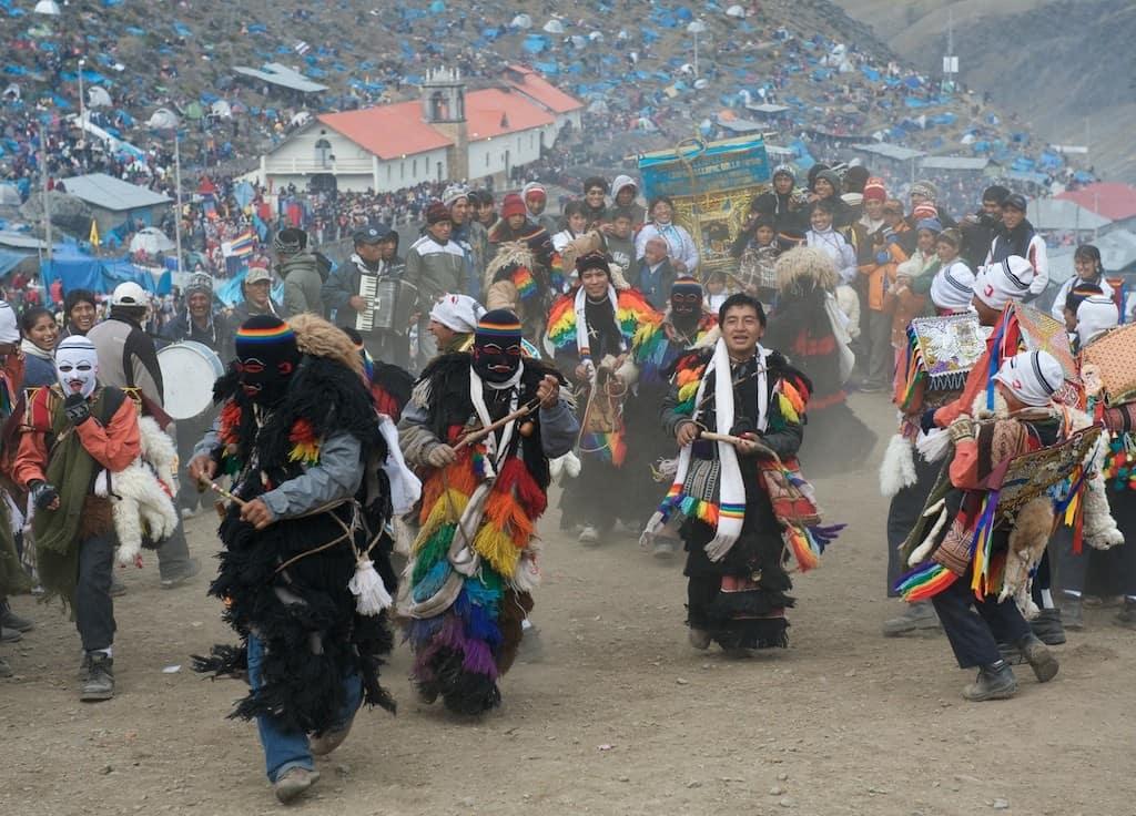 ukukus-dancers-qoyllur-riti-trek