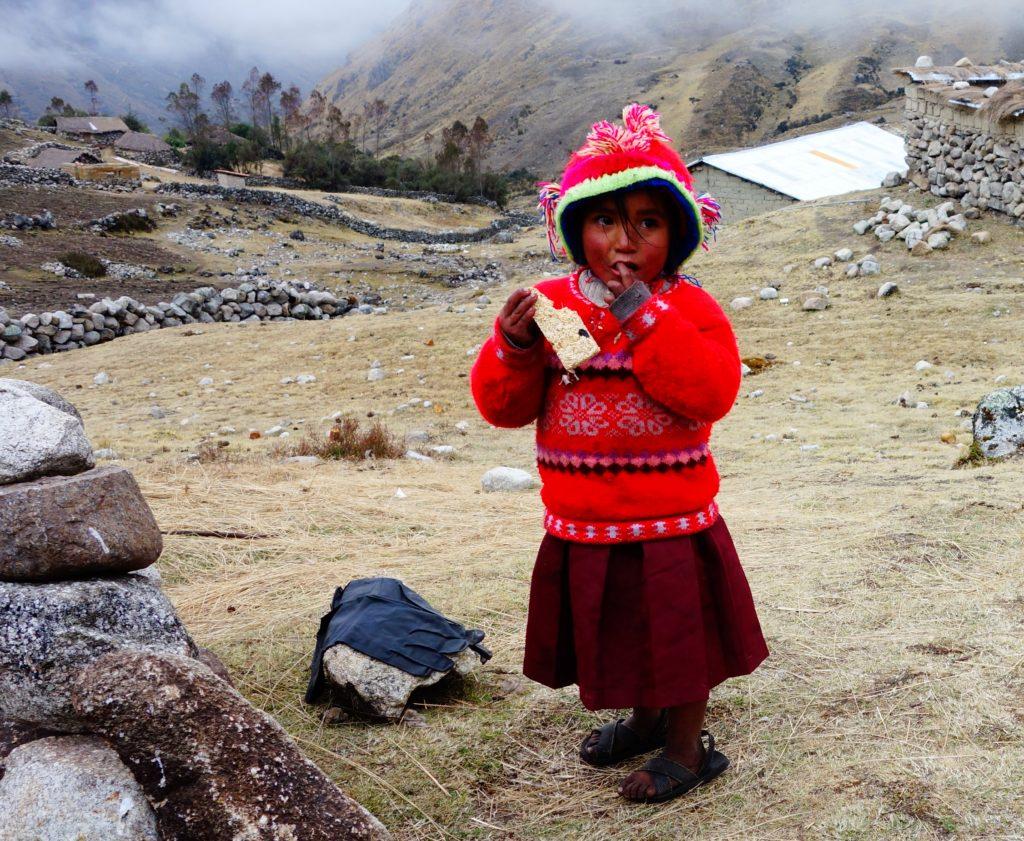 lares-trek-little-girl