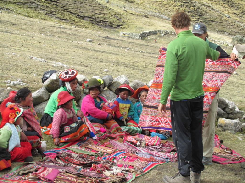 buying-textiles-lares-community
