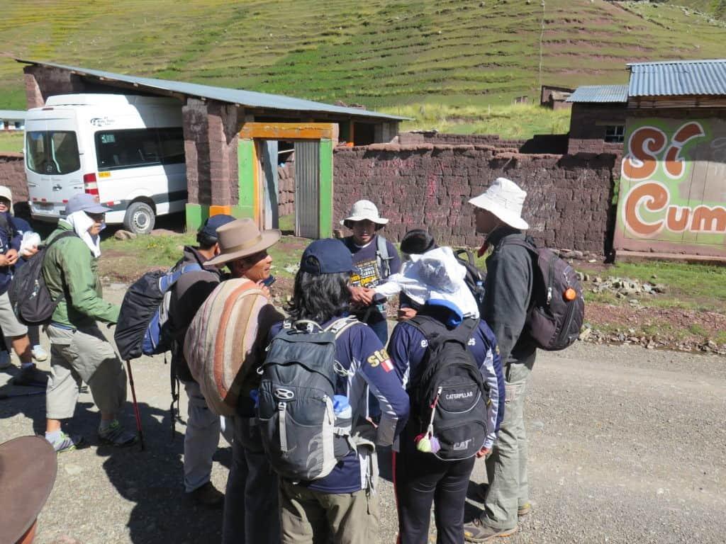 Apus-Peru-rainbow-mountain-hike