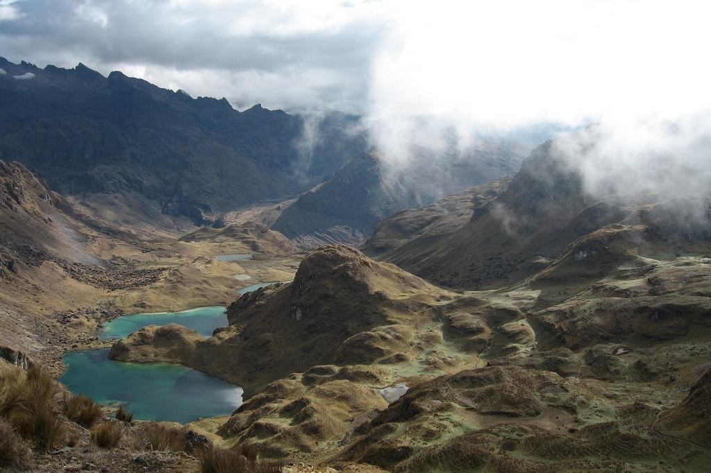 lares-valley-trek-mountain-views